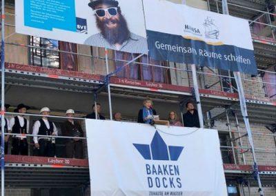 HafenCity: Richtfest für Baakendocks – 1 Richtkranz für 3 Projekte